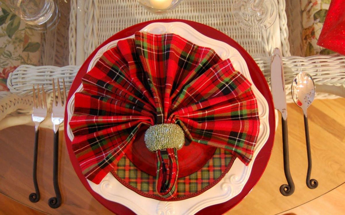 Веер из салфетки с кольцом