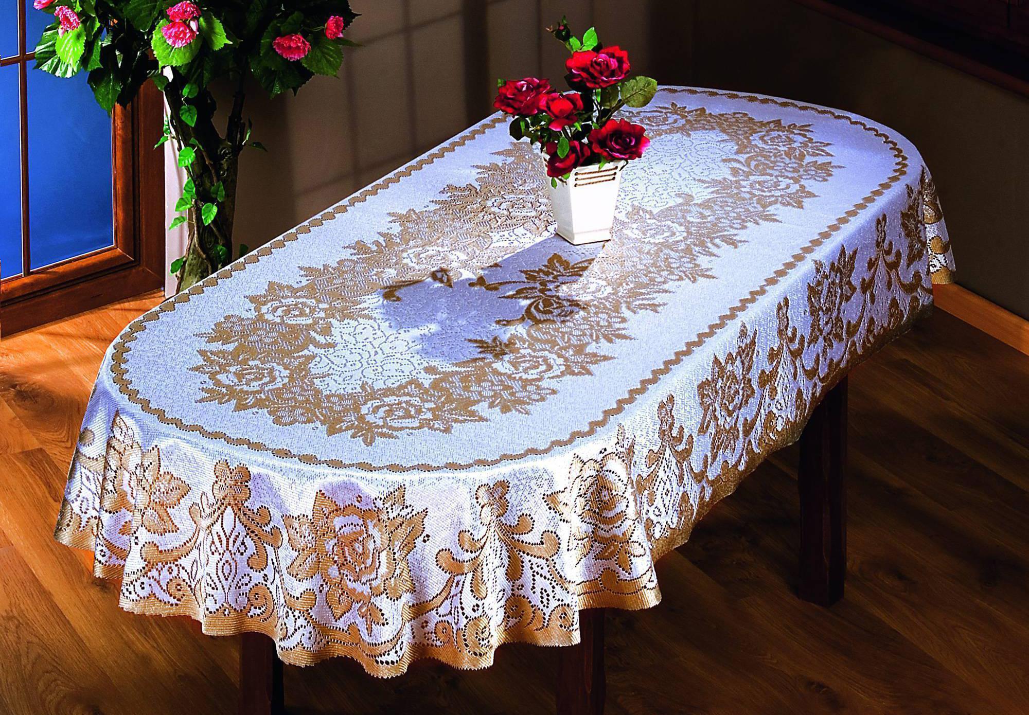 Виниловая скатерть на столе
