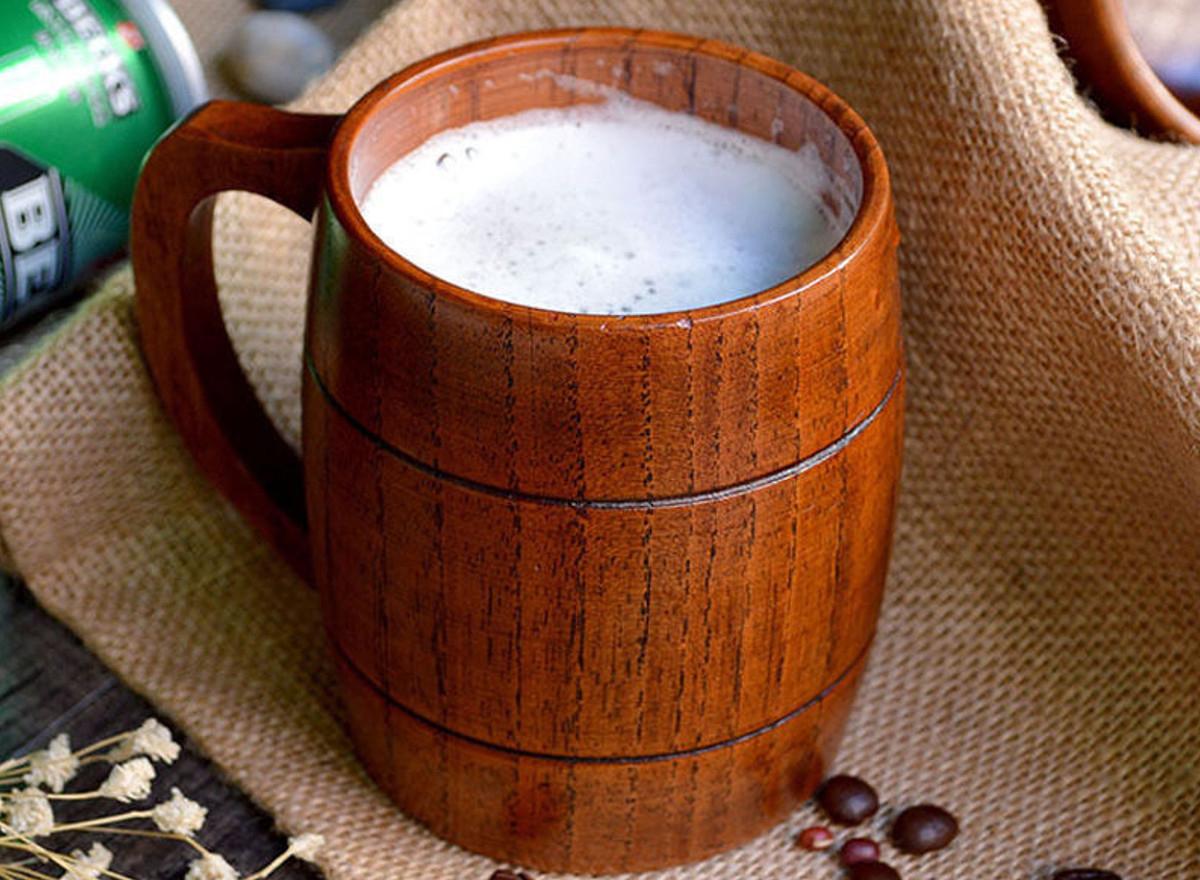 Деревянная кружка с пивом