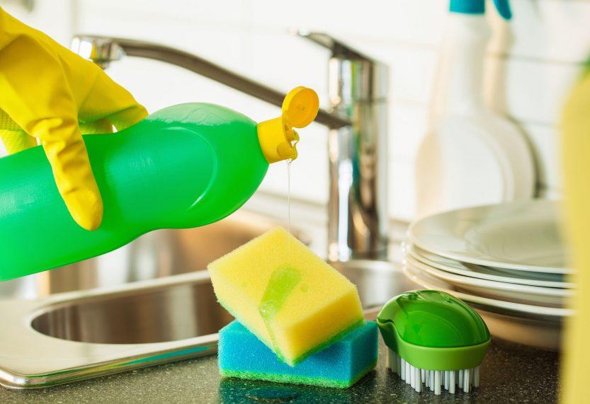 Губка и моющее средство