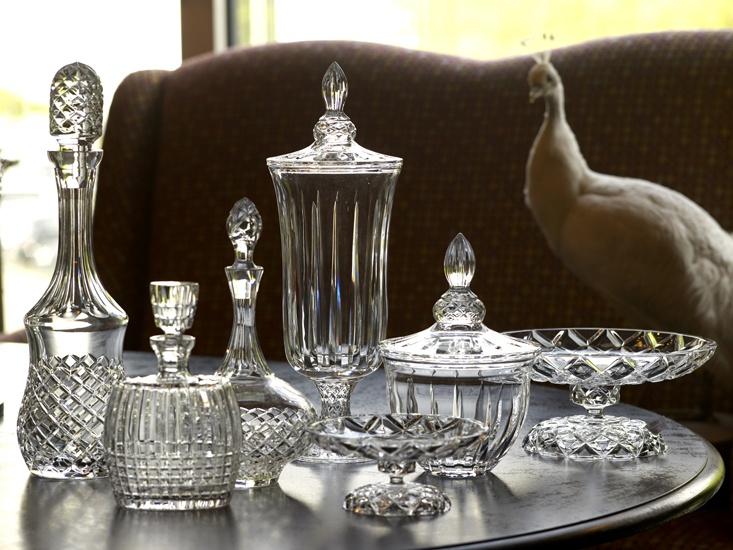 Хрустальная посуда на столе