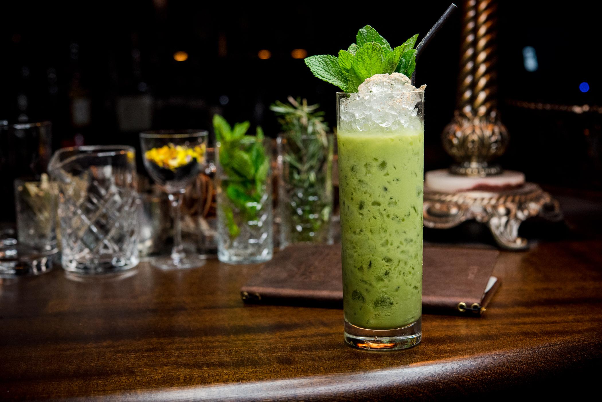 Фото коктейля в стакане