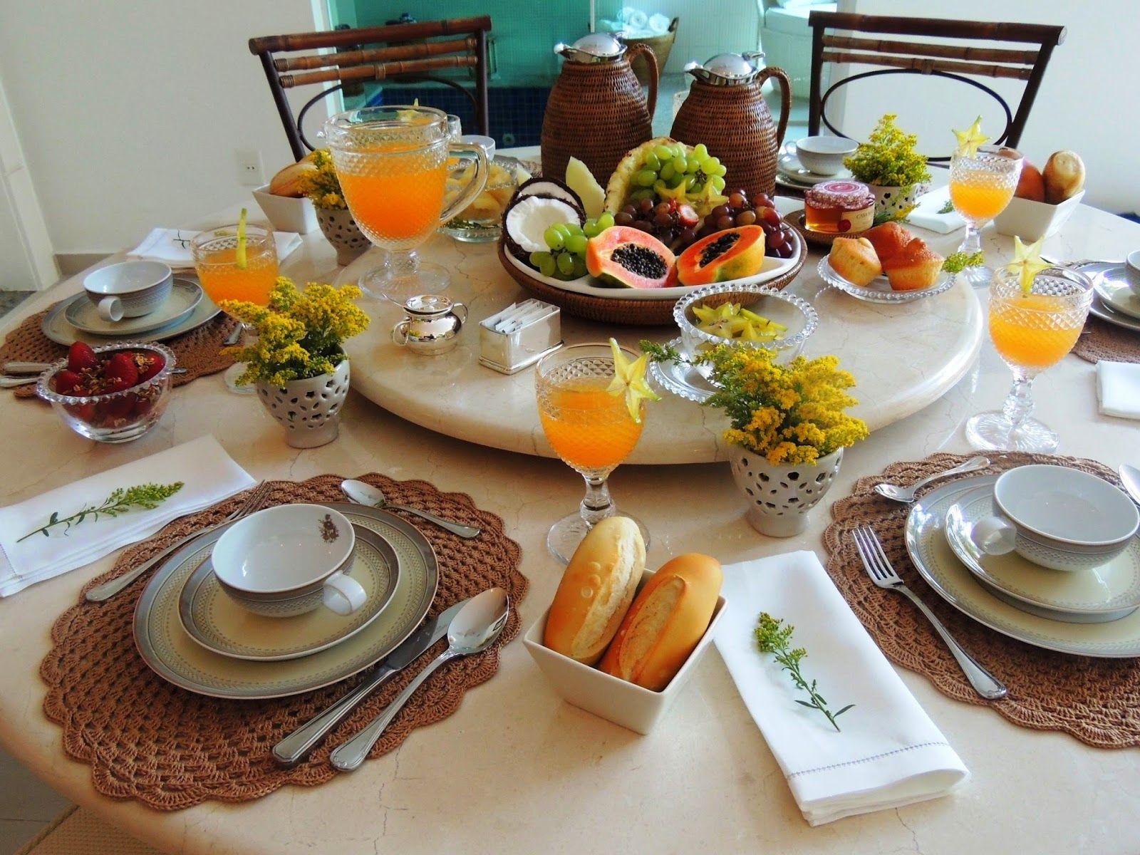 Накрытый стол к завтраку