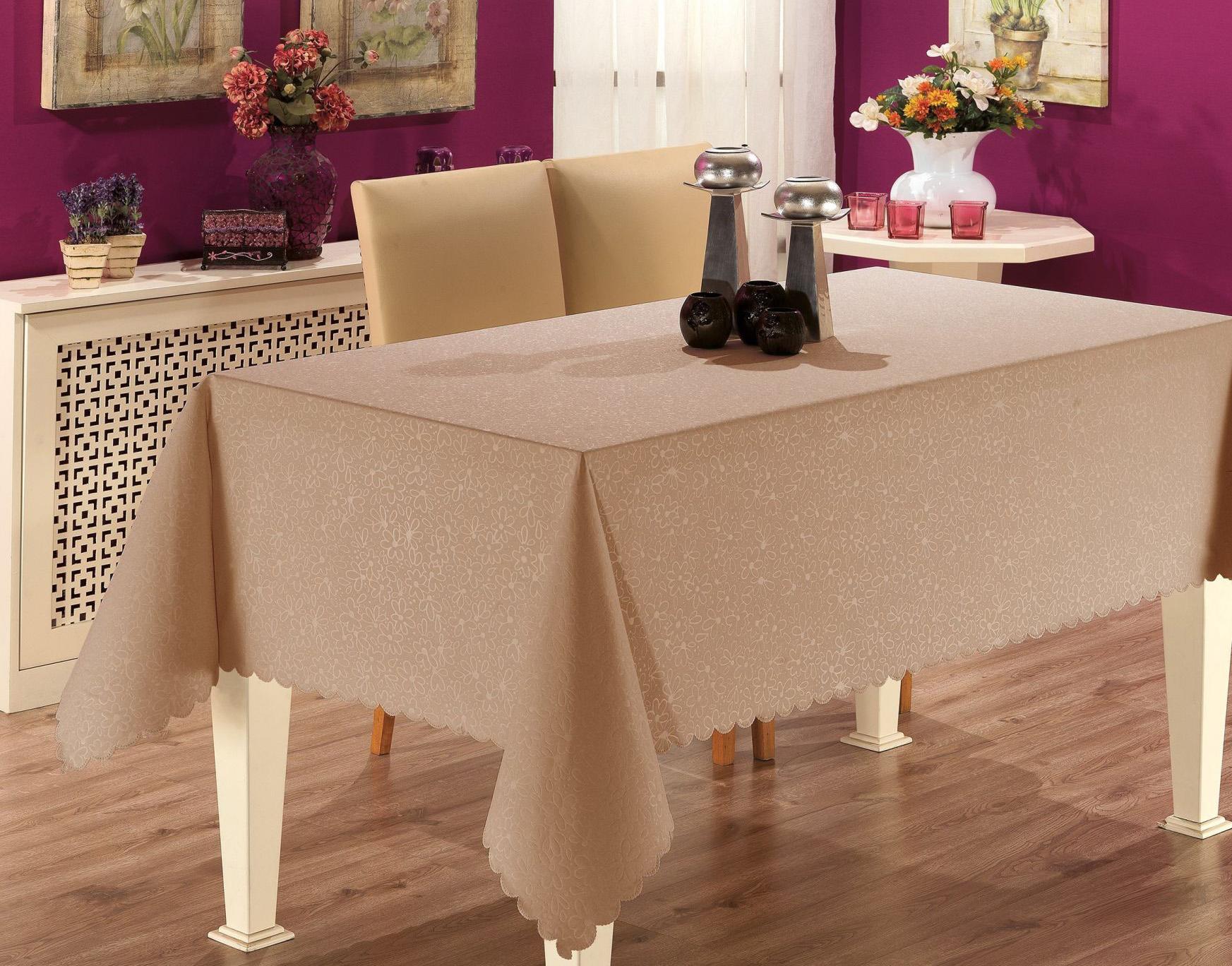 Однотонная скатерть на столе