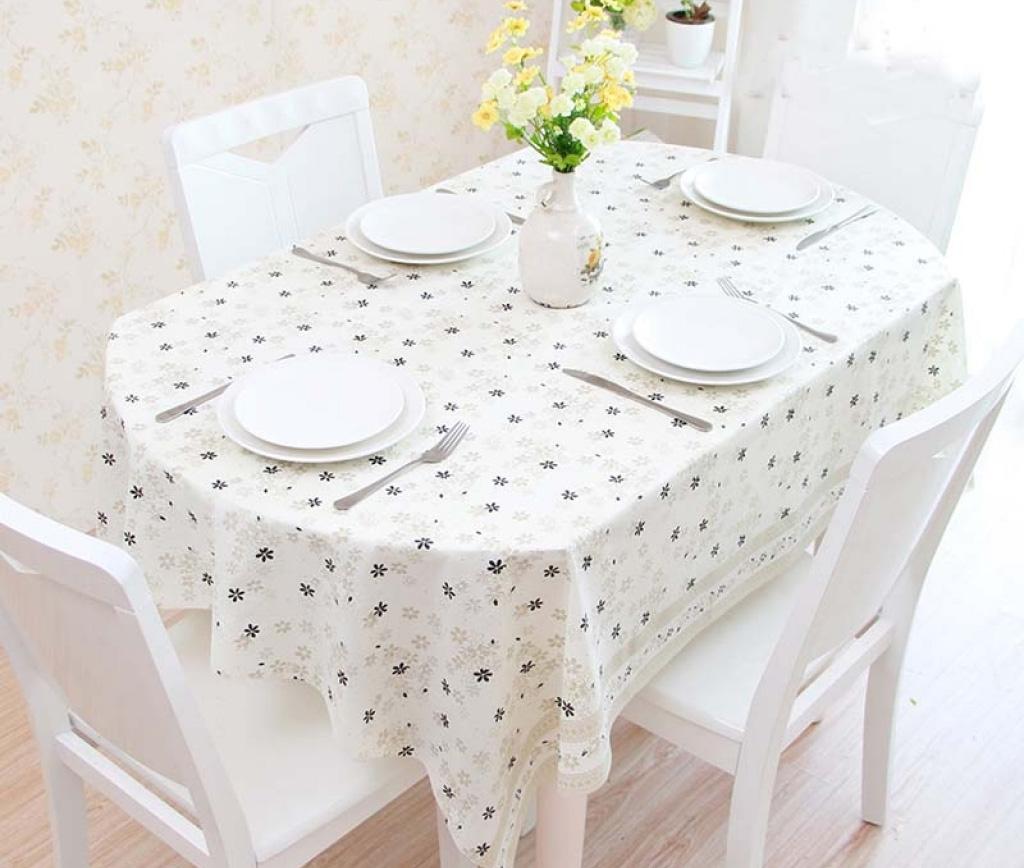 Прямоугольная скатерть на овальном столе