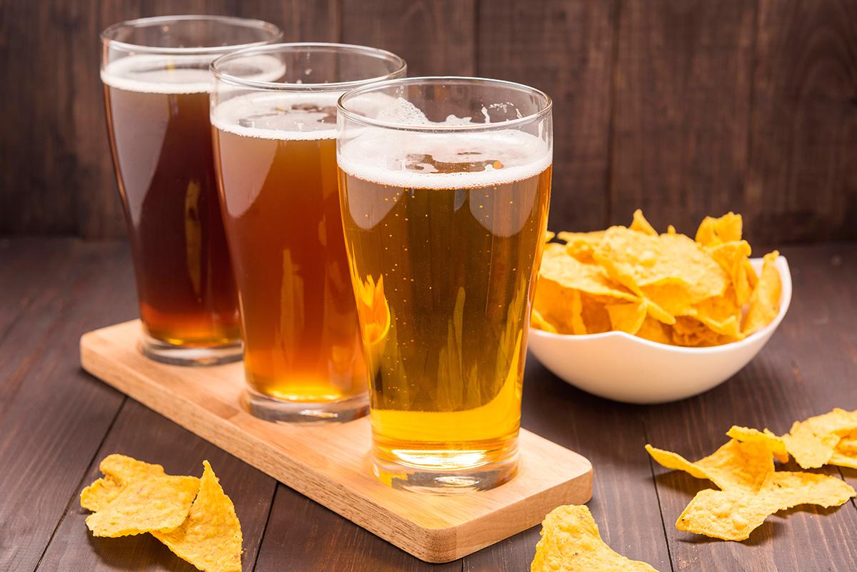 Стеклянные стаканы с пивом