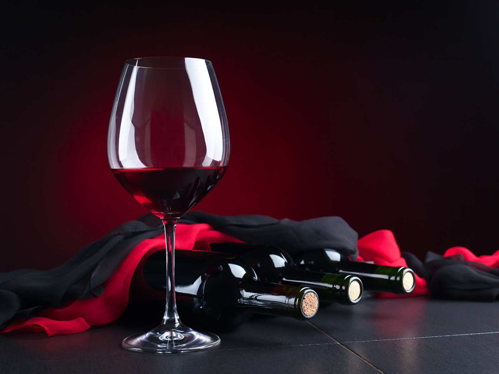 Фото вина в бокале