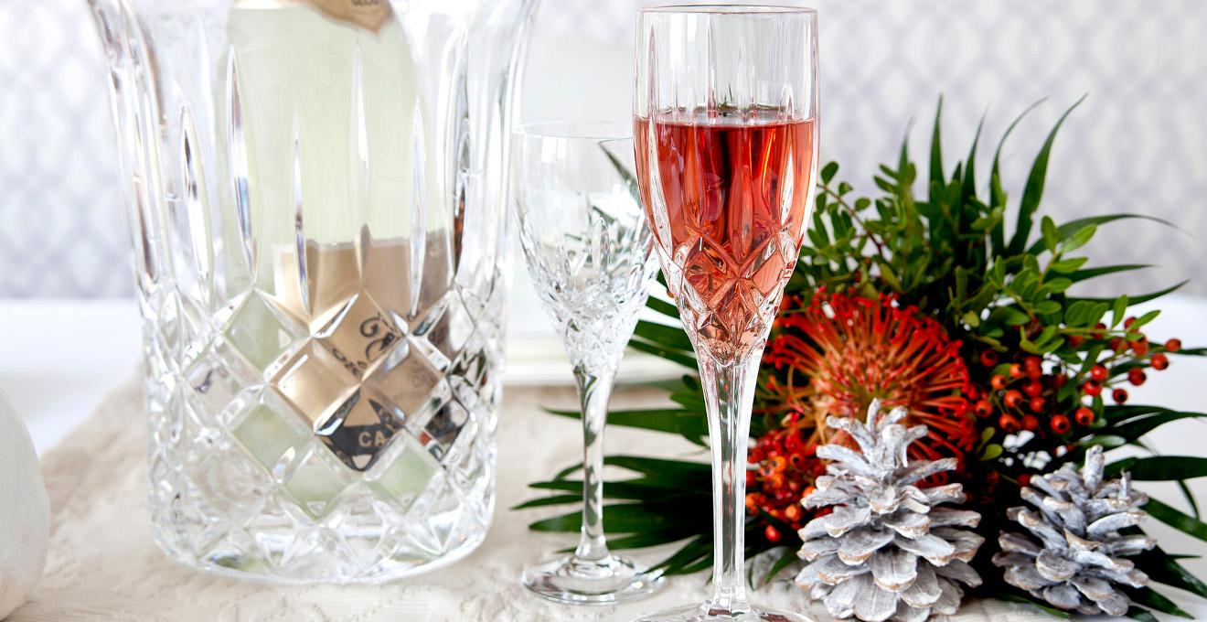 Вино в хрустальном бокале